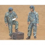Russian Helicopter Pilots (standing) - CMK 1/35