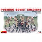 Pushing Soviet Soldiers - MiniArt 1/35