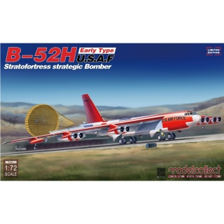 B-52H (early Type) U.S.A.F. Stratofortress Strategic Bomber - Modelcollect 1/72